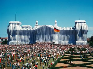 Wrapped Reichstag 02 - Copia