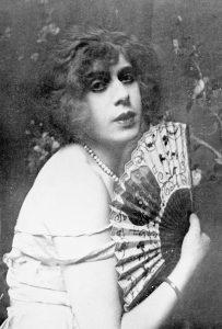 1200px-Lili_Elbe_1926